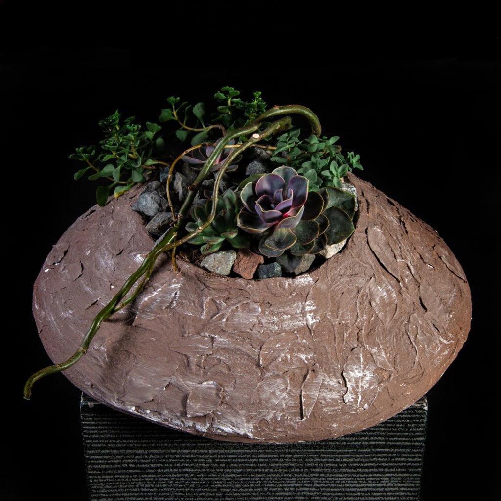 Кашпо из гипса с лавровыми листьями. В композиции используются суккуленты, ветки корилуса.Работа студента Kazanflowerschool.