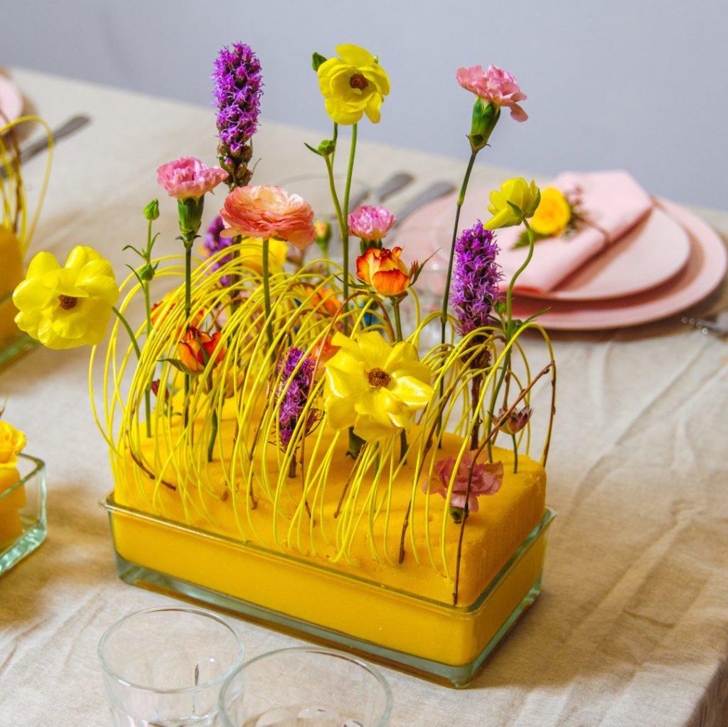 """Композиция с использованием цветной флористической пеный . Работа студента курса """"Профессия - флорист""""."""