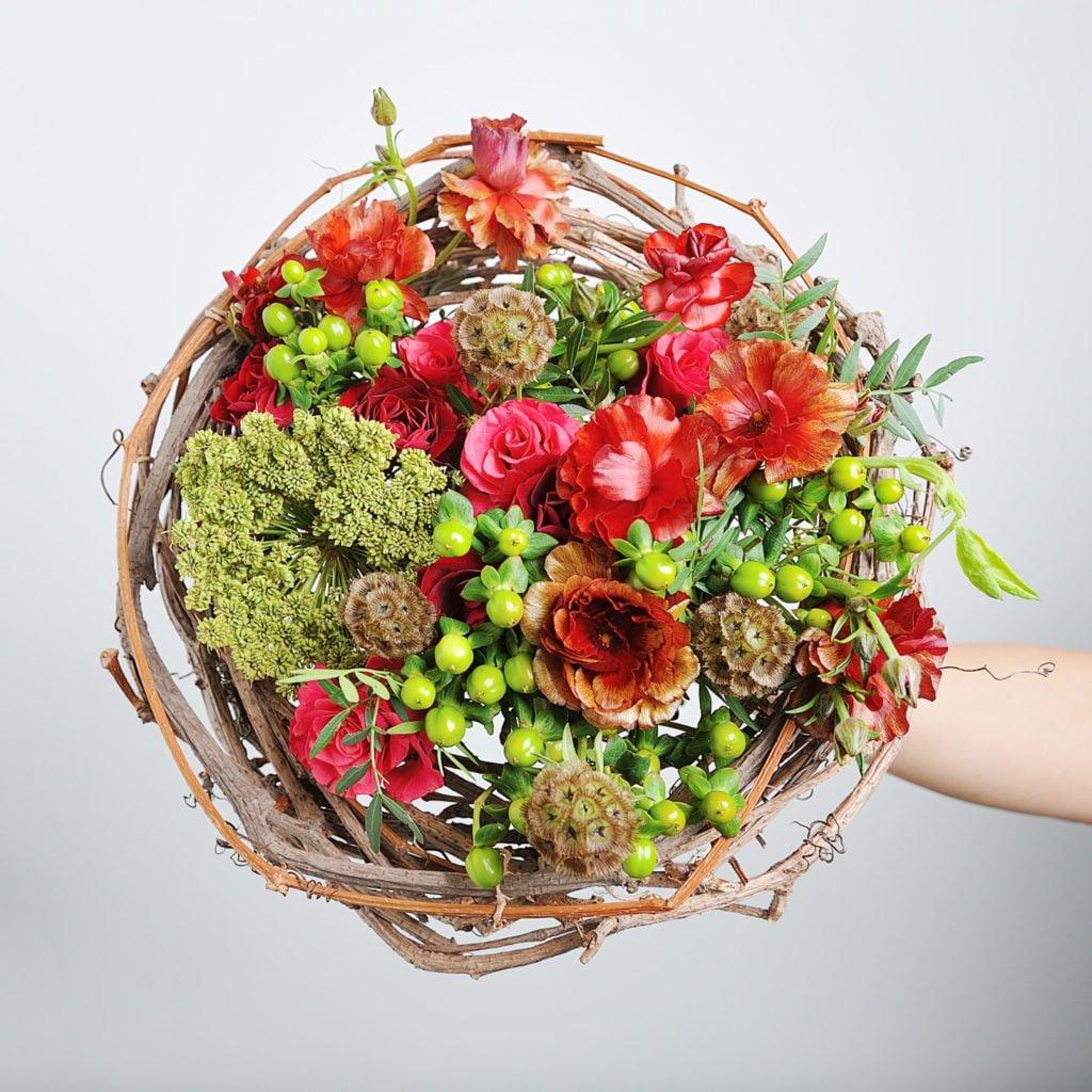 """Каркасный букет созданный студентом в рамках курса """"Профессия флорист"""". Фото @havikozoki"""